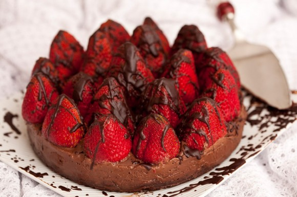 DECADENT STRAWBERRY CHOCOLATE CHEESECAKE